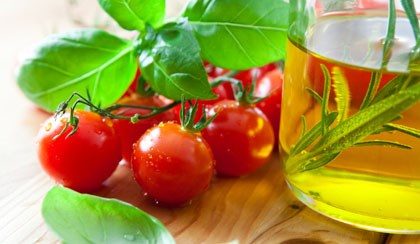Mediterranean Diet With Olive Oil May Cut Breast CA Risk