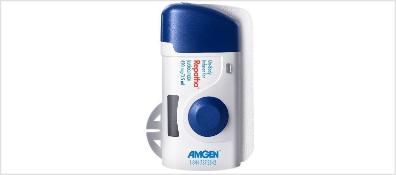 The device delivers 420mg of evolocumab in a single dose.