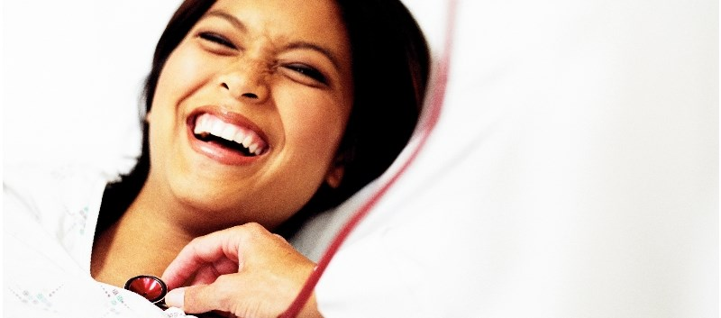 Laughing about 10 minutes every day has similar benefits on health as eating vegetables, exercising and meditating.