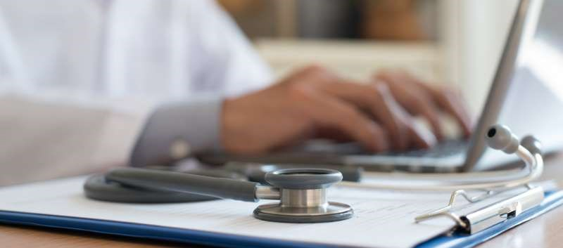 Exam Room Computer Use May Impact How Patients View Physicians