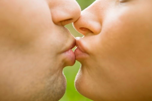 Kiss and Make Microbiota?