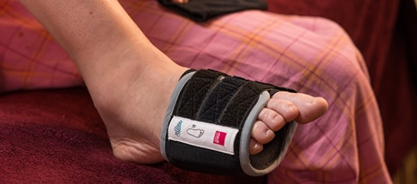 The Flexor-T pad produces a relaxing pressure on targeted muscles in the foot
