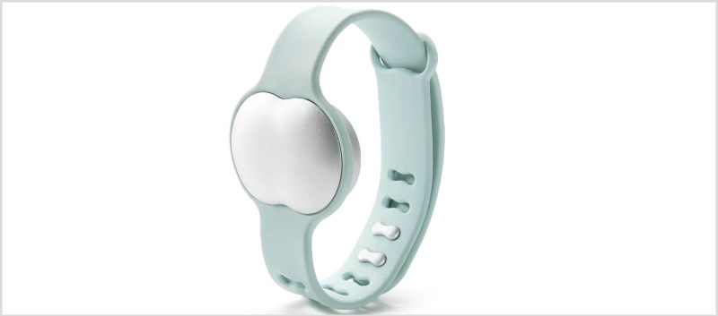 The bracelet collects data on physiological parameters such as pulse rate, breathing, and heart rate variability