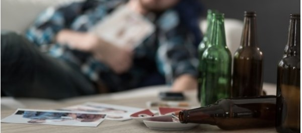Spouse of Person With Alcohol Use Disorder at 'Rapid' Risk